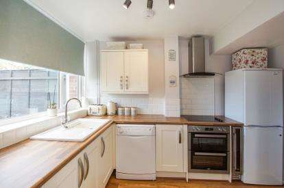 3 Bedrooms Terraced House for sale in Ellesmere, Thornbury