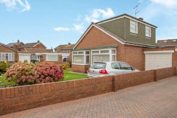 Detached Bungalow for sale in Kelvin Grove, North Shields, Tyne And Wear, NE29 9LE