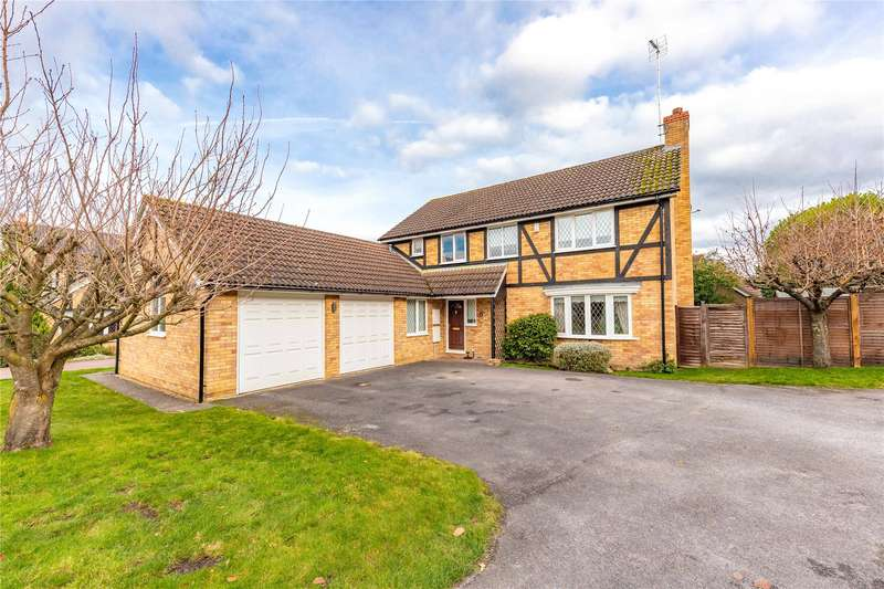 4 Bedrooms Detached House for sale in Greenfinch Close, Crowthorne, Berkshire, RG45
