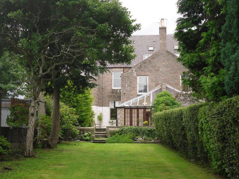 5 Bedrooms Terraced House for rent in Broomhill Road, Aberdeen AB10