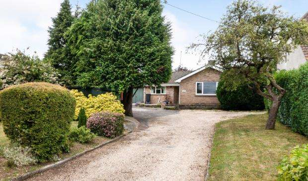 2 Bedrooms Bungalow for sale in Basingstoke, Hampshire