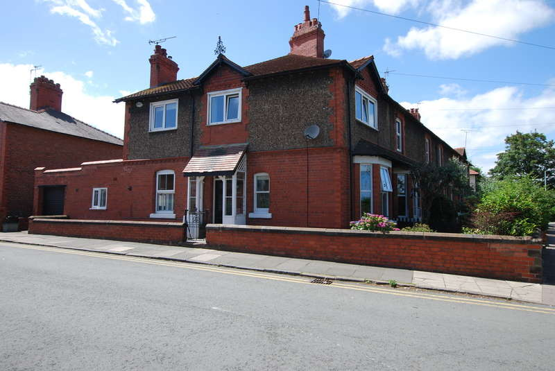 3 Bedrooms End Of Terrace House for rent in Percy Road, Handbridge