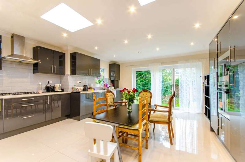 5 Bedrooms House for sale in Caulfield Road, East Ham, E6
