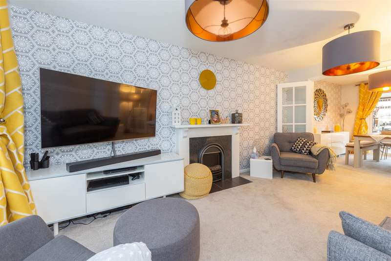 4 Bedrooms Detached House for sale in May Close, Eaton Bray, Bedfordshire