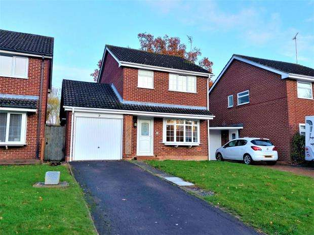 3 Bedrooms Detached House for sale in Darwin Close, Cheltenham, Gloucestershire