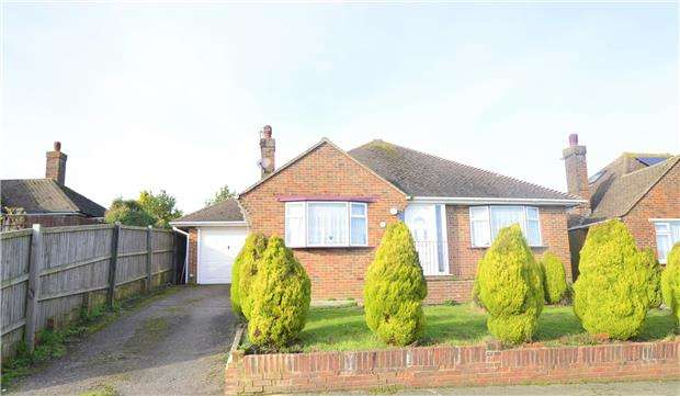 2 Bedrooms Detached Bungalow for sale in Laburnum Gardens, BEXHILL-ON-SEA, East Sussex, TN40 2PF