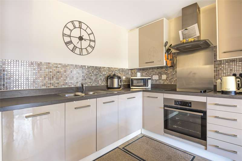 2 Bedrooms Apartment Flat for rent in Fleming Place, Bracknell, Berkshire, RG12