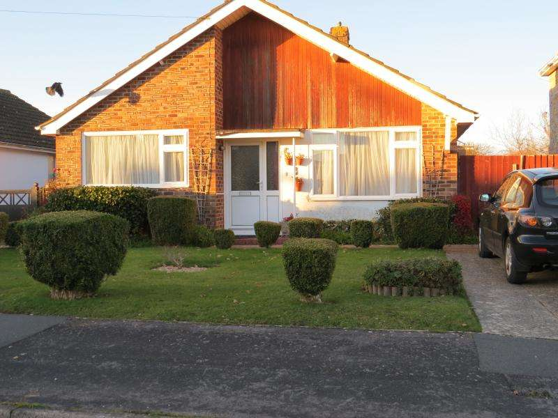 3 Bedrooms Bungalow for sale in Detached Bungalow