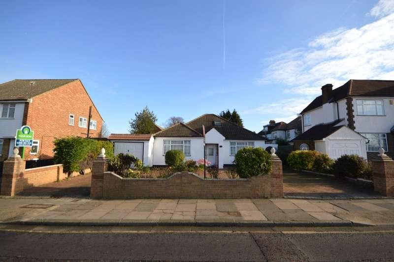 3 Bedrooms Detached Bungalow for sale in Woolwich Road, Bexleyheath, Kent, DA7