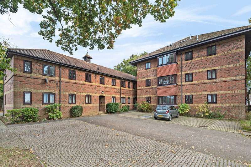 1 Bedroom Apartment Flat for sale in Squires Walk, Woolston, Southampton, Hampshire, SO19 9GJ