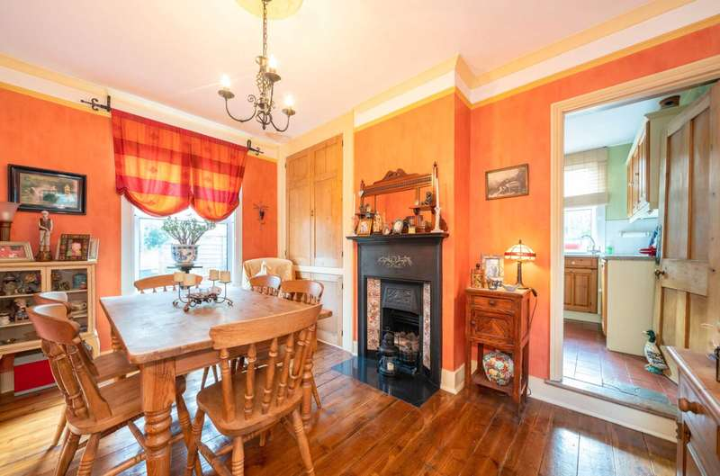 3 Bedrooms Detached House for sale in CHARACTER DETACHED PROPERTY BUILT CIRCA 1910