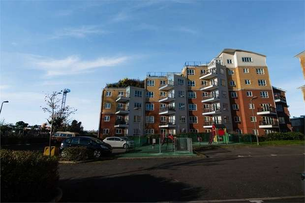2 Bedrooms Flat for sale in The Gateway, Watford, Hertfordshire