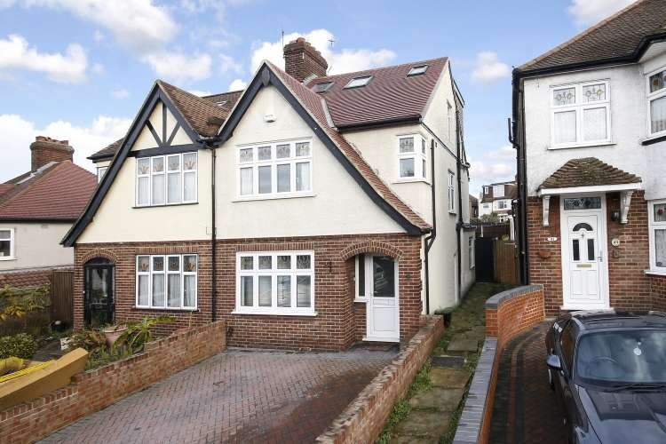 4 Bedrooms Semi Detached House for sale in Brinklow Crescent Woolwhich SE18