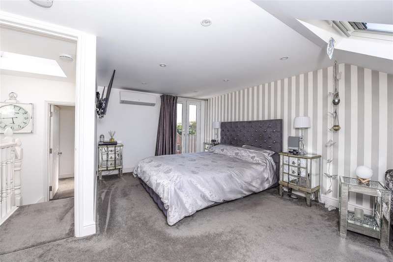 4 Bedrooms Semi Detached House for sale in Old Charlton Road, Shepperton