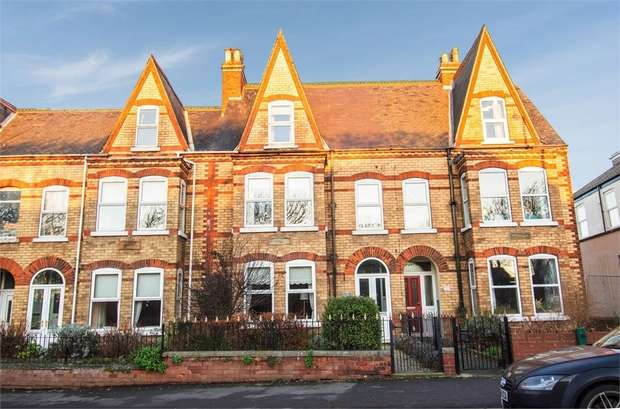 5 Bedrooms Terraced House for sale in Queen Street, Withernsea, East Riding of Yorkshire