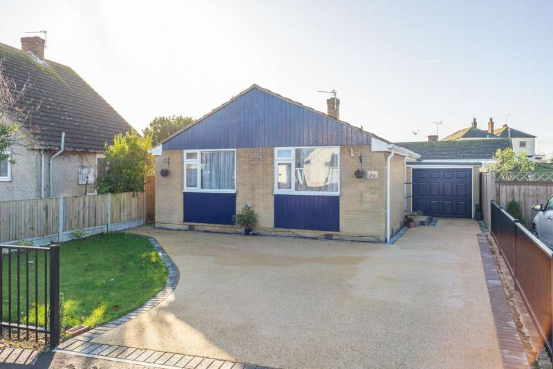 2 Bedrooms Detached Bungalow for sale in Shepherds Walk, Hythe, CT21