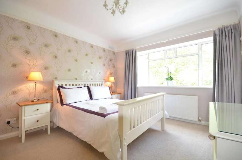 2 Bedrooms Flat for rent in Claremont Road, Surbiton, KT6