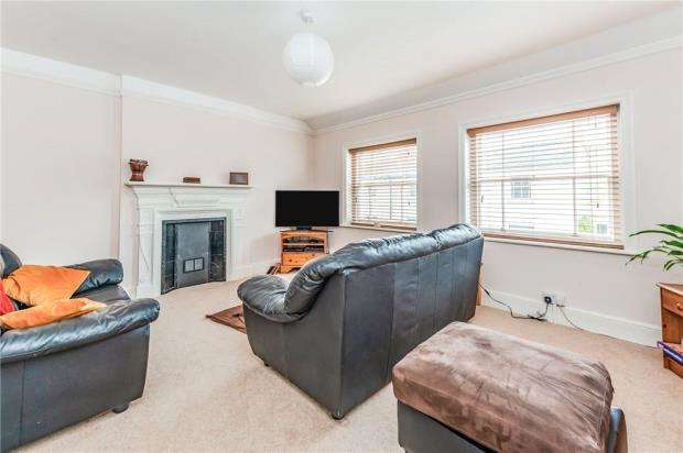 3 Bedrooms End Of Terrace House for sale in Rose Cottages, London Road, Forest Row