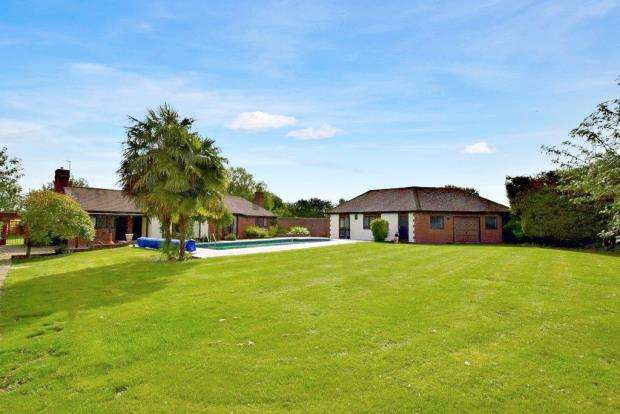 4 Bedrooms Bungalow for sale in Great Tey Road, Little Tey, Colchester