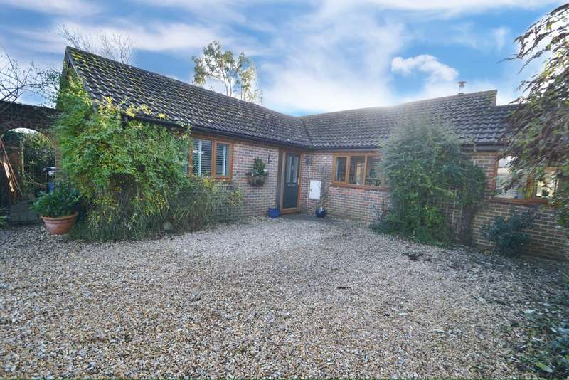 3 Bedrooms Bungalow for sale in Shillingstone