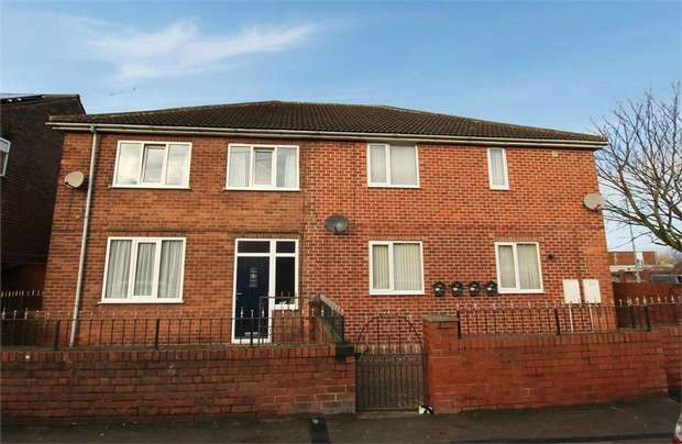 3 Bedrooms Semi Detached House for sale in Vale Crescent, Knottingley, West Yorkshire