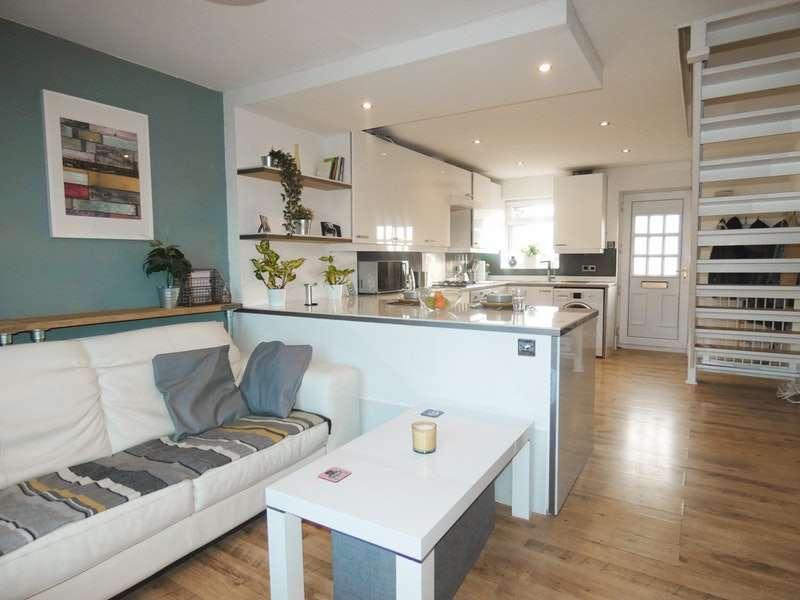 2 Bedrooms Terraced House for sale in Longbrook Avenue, Preston, Lancashire, PR5