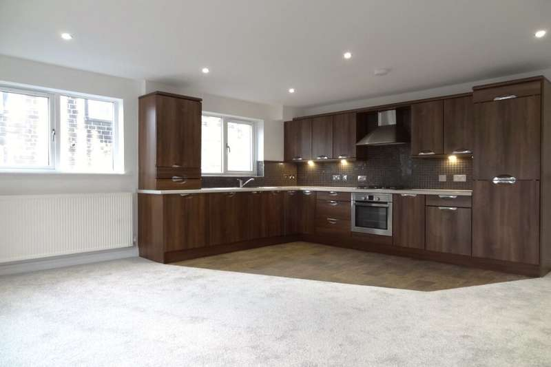 2 Bedrooms Flat for sale in Hendly Court, Colne, BB8