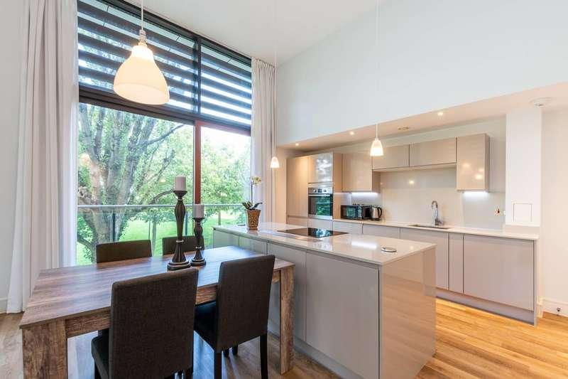 2 Bedrooms Flat for sale in Knaresborough Drive, Earlsfield, SW18