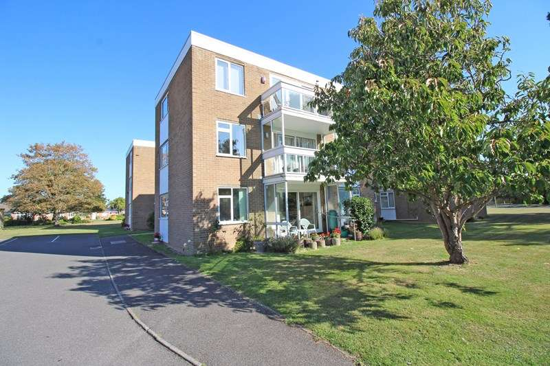 2 Bedrooms Apartment Flat for sale in Blandford Court, Keats Avenue, Milford On Sea, Lymington, SO41