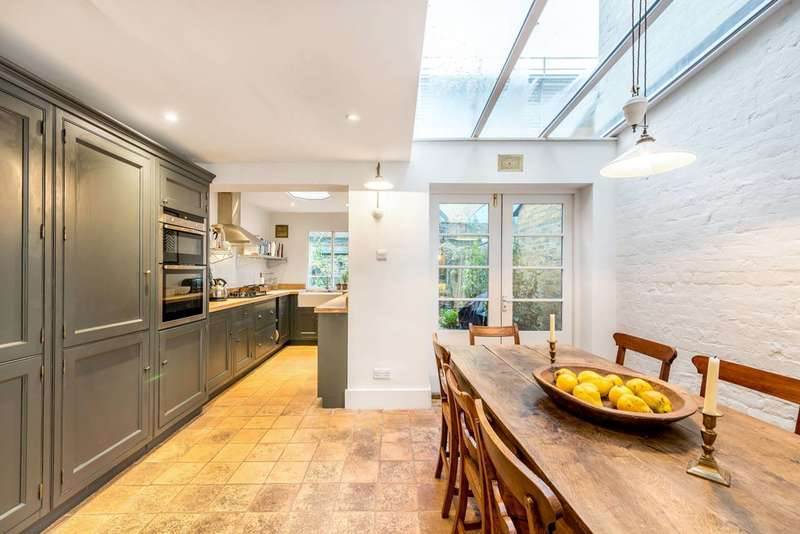 2 Bedrooms House for sale in Roupell Street, Waterloo, SE1
