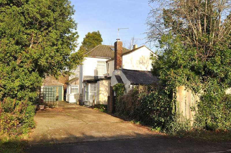 6 Bedrooms Detached House for sale in Ringwood, BH24 1PS