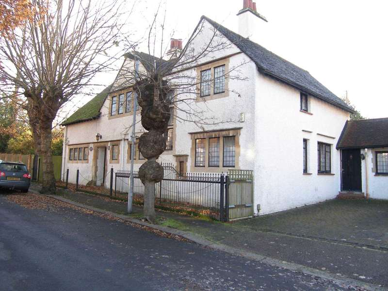 4 Bedrooms Detached House for sale in Hillside Road, Bushey