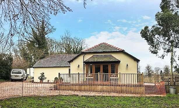 3 Bedrooms Detached Bungalow for sale in Llanfair Dyffryn Clwyd, Ruthin