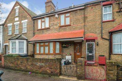 4 Bedrooms Terraced House for sale in York Road, Waltham Cross, Hertfordshire