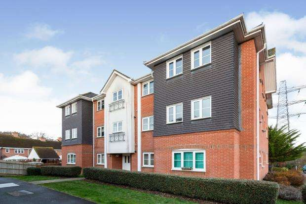 2 Bedrooms Flat for sale in Hook, Hampshire