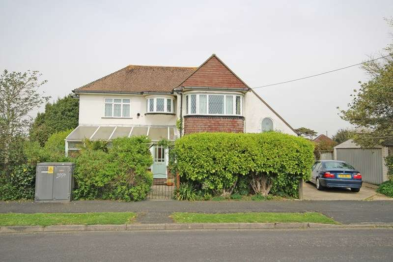 4 Bedrooms Detached House for sale in Hengistbury Road, Barton On Sea, New Milton, Hampshire, BH25