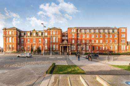 3 Bedrooms Flat for sale in The Royal, Wilton Place, Salford, Greater Manchester
