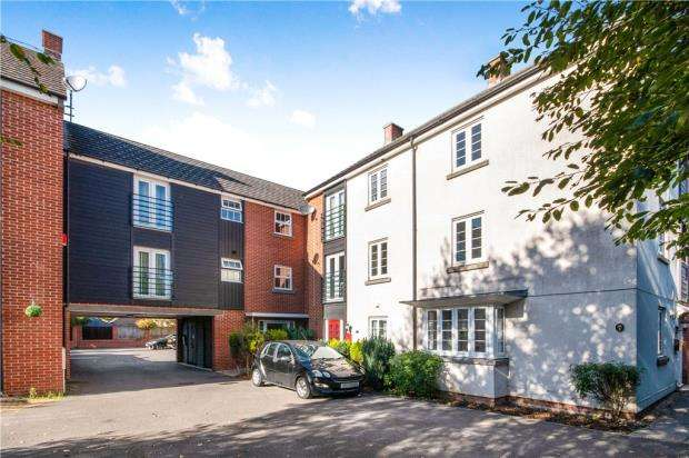 2 Bedrooms Apartment Flat for sale in Barrington Drive, Basingstoke, Hampshire