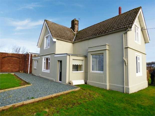 3 Bedrooms Detached House for sale in Parkside Road, Cleator Moor, Cumbria