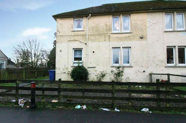 2 Bedrooms Flat for sale in Ballingry Road, Lochgelly, Fife, KY5 8EX
