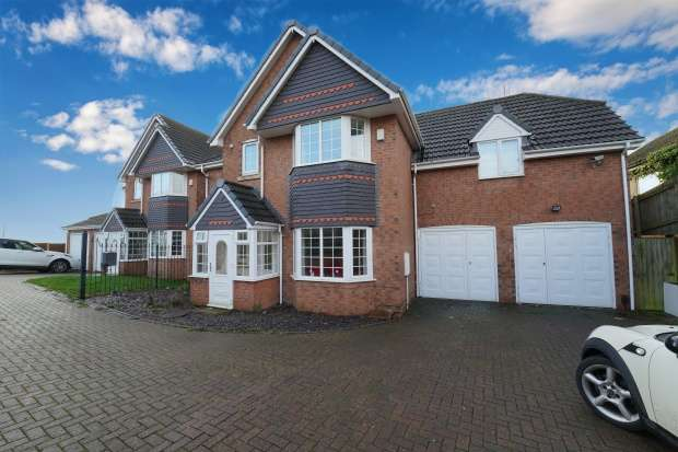 Detached House for sale in Tipton Road, Dudley, Staffordshire, DY3 1AL