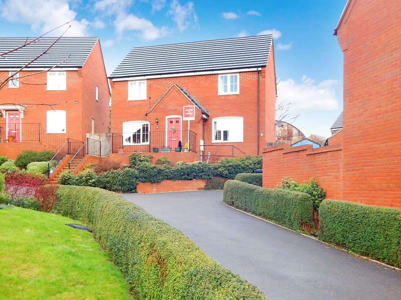 4 Bedrooms Detached House for sale in Crocker Way, Wincanton