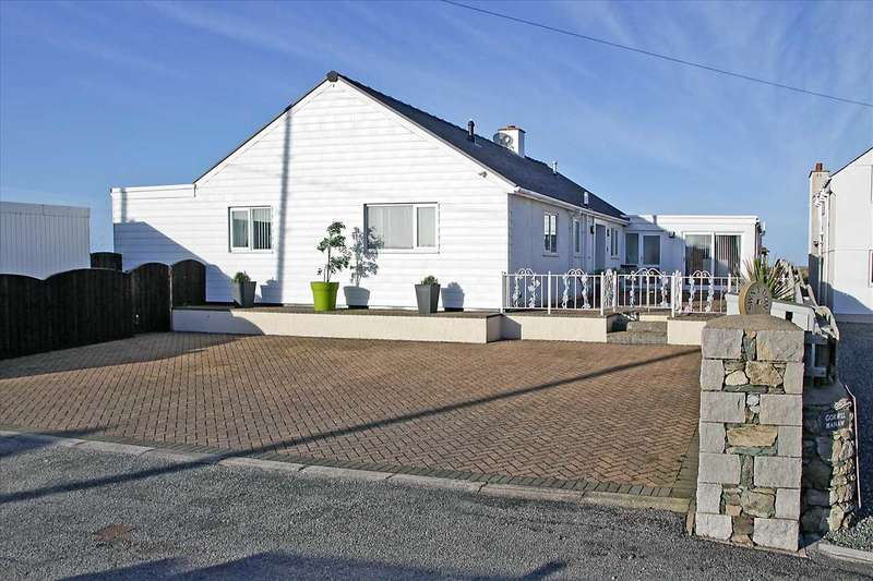 5 Bedrooms Detached Bungalow for sale in Sound Of The Waves, Beach Road, Cemaes Bay