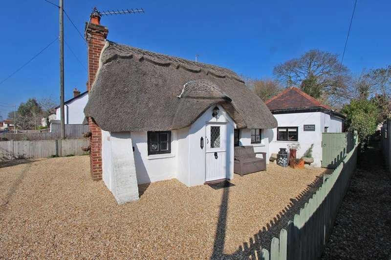 2 Bedrooms Detached House for sale in Everton Road, Hordle, Lymington, Hampshire, SO41