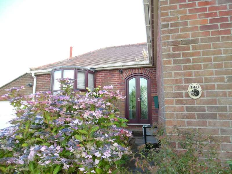 3 Bedrooms Detached Bungalow for sale in Wall Hill Road, Dobcross