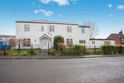 4 Bedrooms Semi Detached House for sale in Brook Street, Swinton, Manchester, Greater Manchester