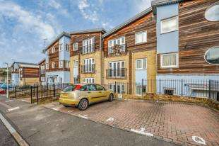 2 Bedrooms Flat for sale in Tallis Court, Auden Way, Dover, Kent