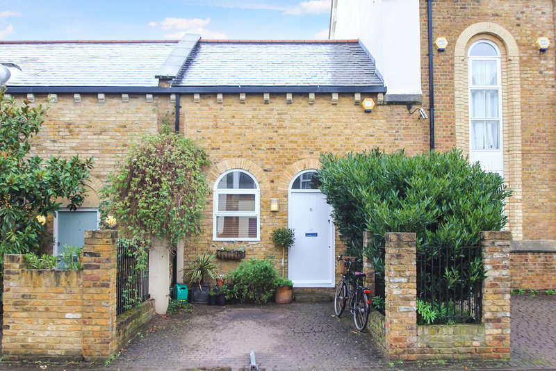 2 Bedrooms Maisonette Flat for sale in Maple Road, Surbiton
