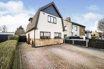 3 Bedrooms Detached House for sale in Aveley, South Ockendon, Eesex
