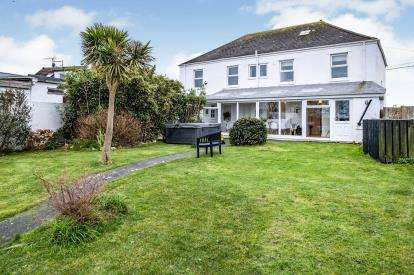5 Bedrooms Detached House for sale in Nr Porthcothan, Wadebridge, Cornwall